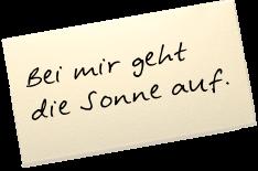 """Auf einem Zettel steht: """"Bei mir geht die Sonne auf."""""""