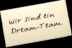 """Auf einem Zettel steht: """"Wir sind ein Dream-Team."""""""